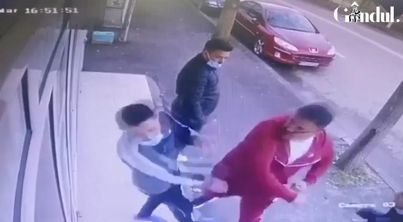 """Un patron de frizerie din Teleorman, """"curentat"""" cu un croșeu devastator de un lider de clan interlop VIDEO - Cancan.ro"""