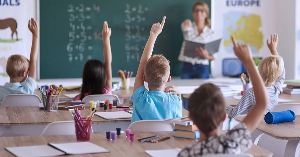 """Râzi cu lacrimi! Ce a putut să scrie Octavian din clasa a 4-a, într-o compunere despre iarnă: """"Șoferii se înjură"""" - Cancan.ro"""