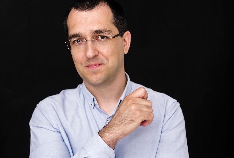Vaccinarea populației, întârziată de ministrul sănătății, Vlad Voiculescu