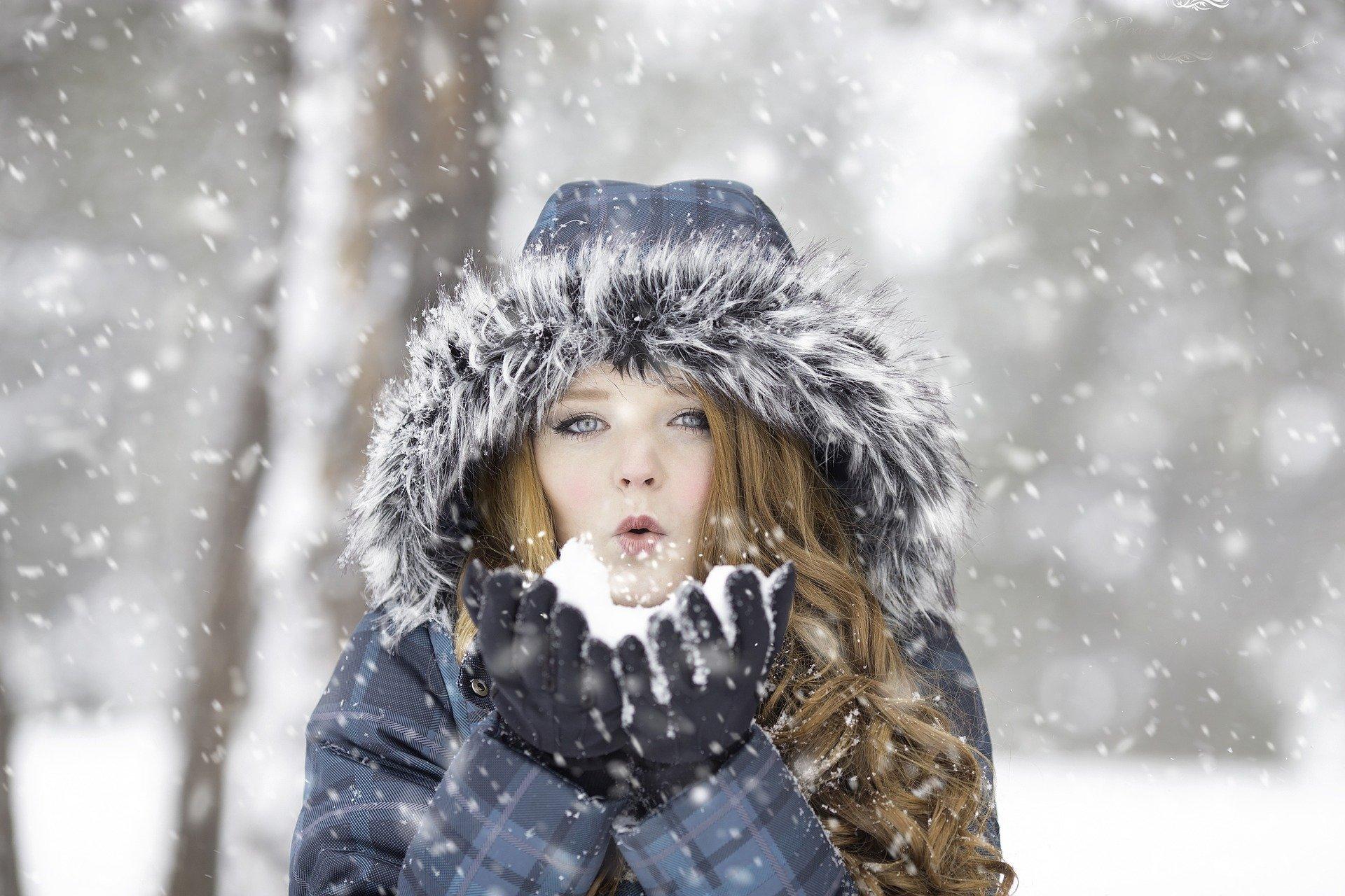 Atenție cum vă îmbrăcați iarna! Hainele negre pun viețile pietonilor în pericol - Cancan.ro