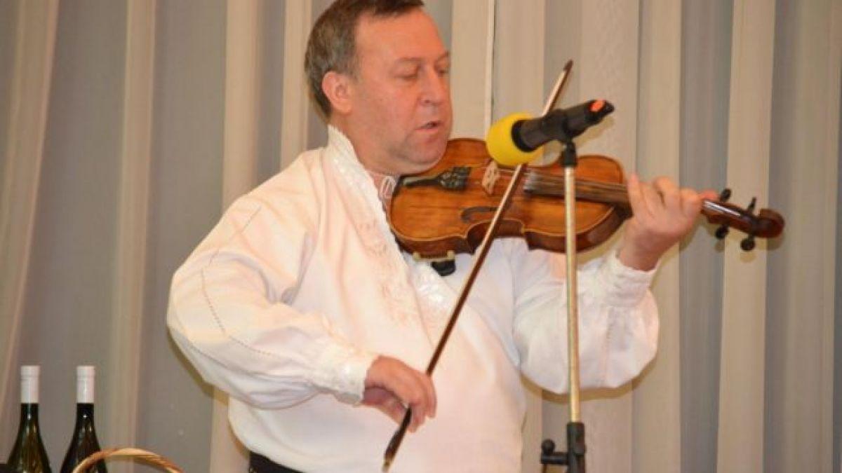 """A murit Andrei Ionaş, dirijorul orchestrei Ansamblului Folcloric """"Ţara Vrancei"""""""