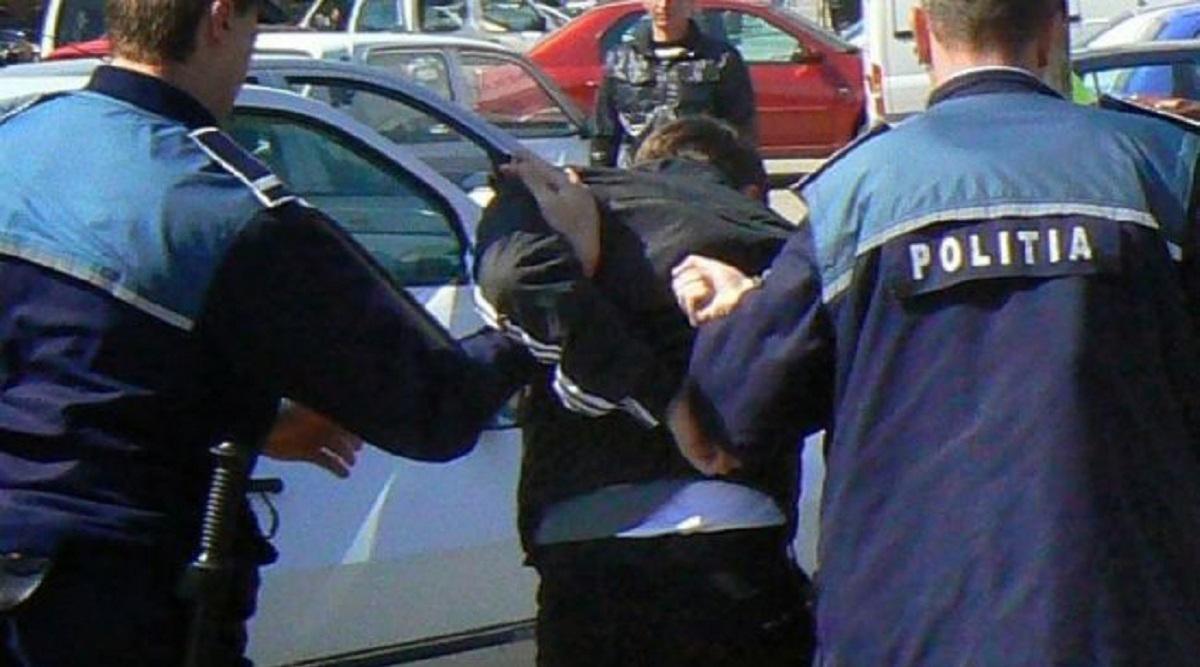 Un hoț din Botoșani, prins de un polițist aflat în timpul liber. Agentul a auzit strigătele de ajutor ale femeii care fusese tâlhărită
