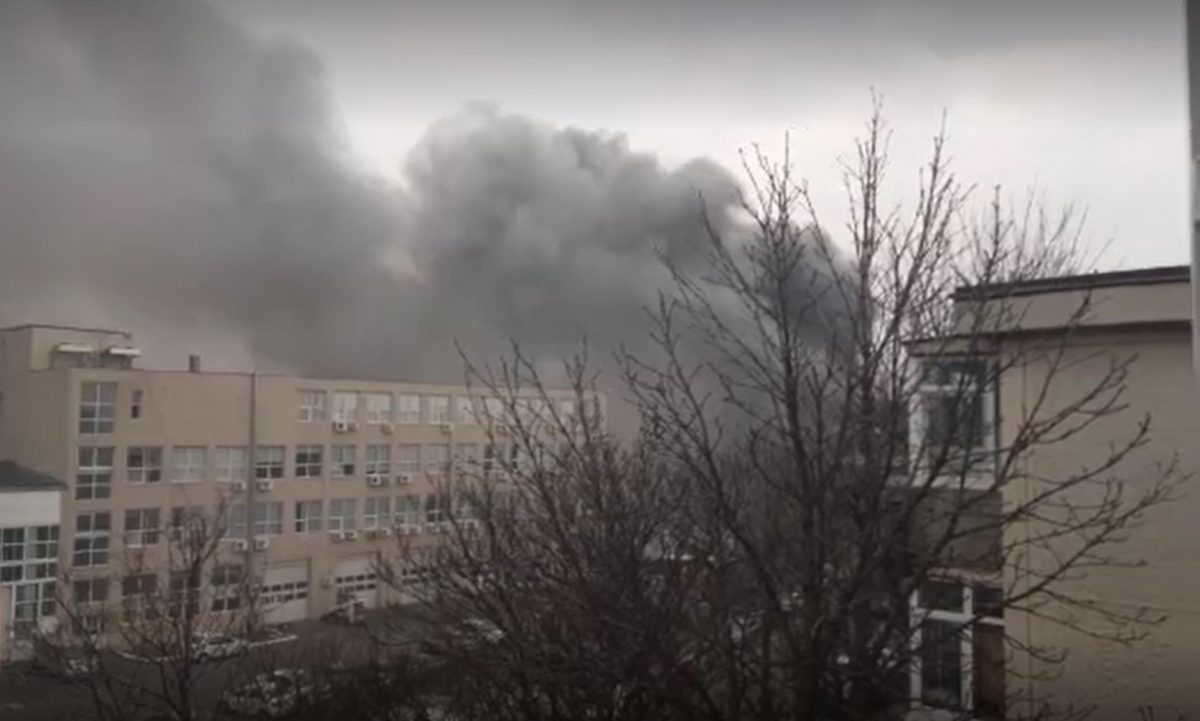 Un incendiu violent a izbucnit astăzi în zona Văcărești, situată în Sectorul 4 al Capitalei © captură video Pro TV