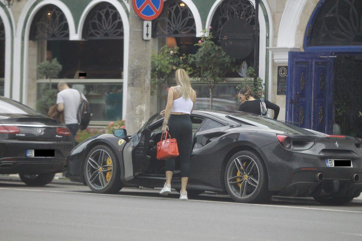 Geanta purtată de Anamaria Prodan azi, când a ieșit la restaurant cu Denisa Nechifor, este de la Hermes și valorează 130.000 de euro© CANCAN.RO