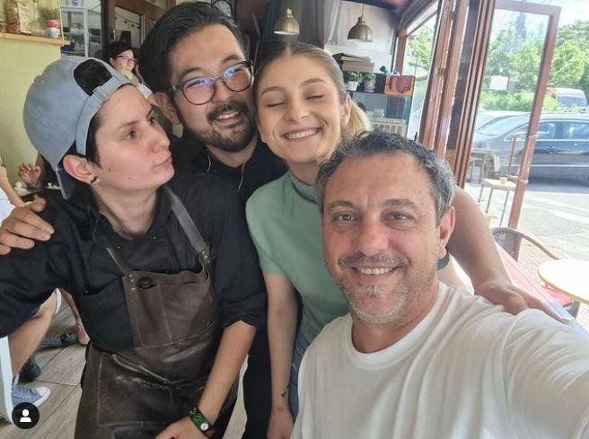 """Elena Matei și Rikito Watanabe s-au împrietenit în timpul filmărilor pentru sezonul 9 de la """"Chefi la cuțite"""". Uneori, în timpul liber, ei s-au întâlnit cu chef Sorin Bondea © Instagram"""